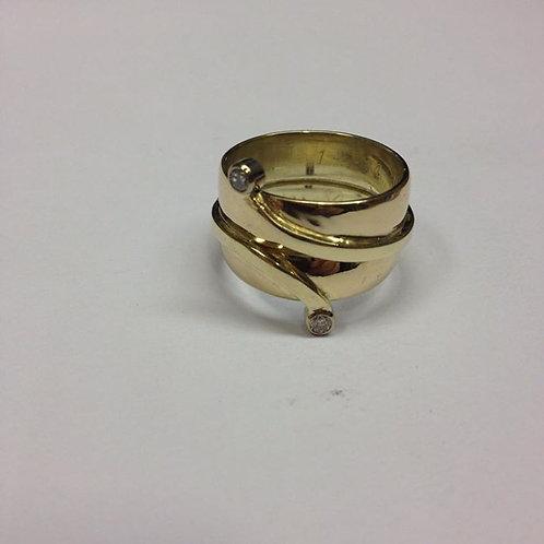 Gouden ring van twee trouwringen
