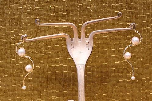 Geel gouden oorhangers met parels