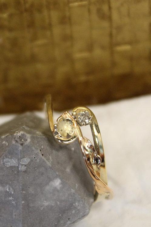 Geel gouden ring met rose diamant