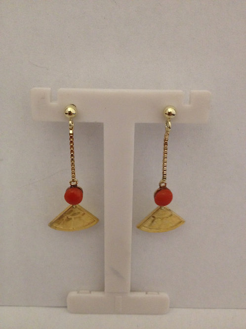 Geel gouden oorbellen met bloedkoraal