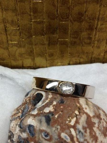 Ring van oud goud met steen