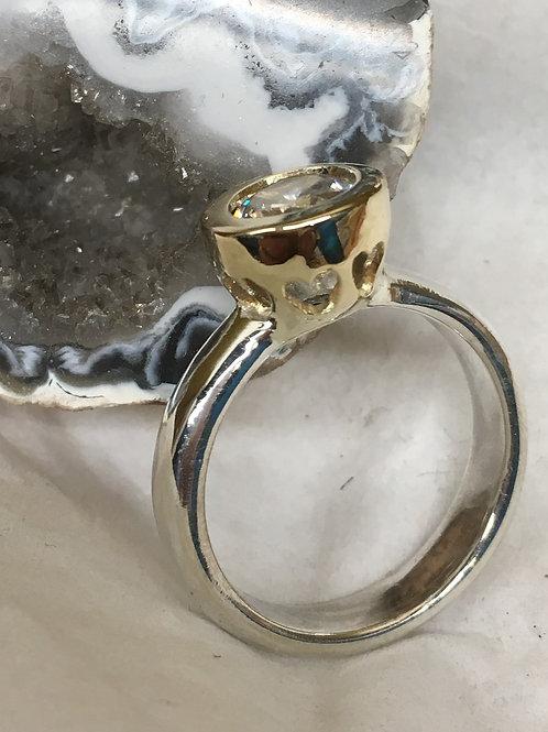 Zilveren ring met gouden zetkast en zirconia