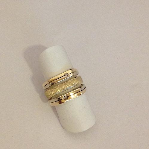 Gouden ring van drie bestaande ringen