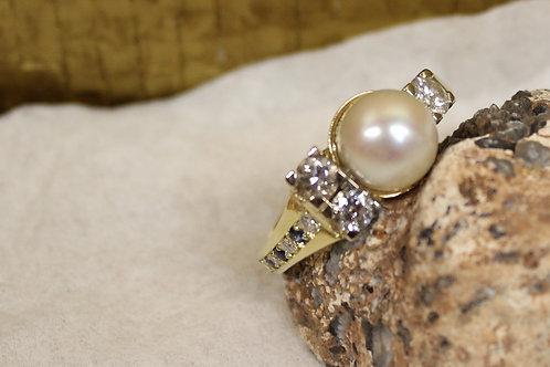 Ring van oud goud met parel en stenen