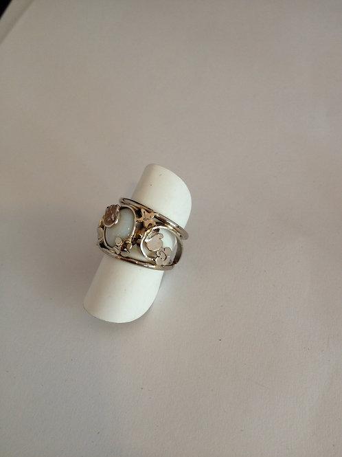 Wit gouden ring met initialen, handafdruk en opaal