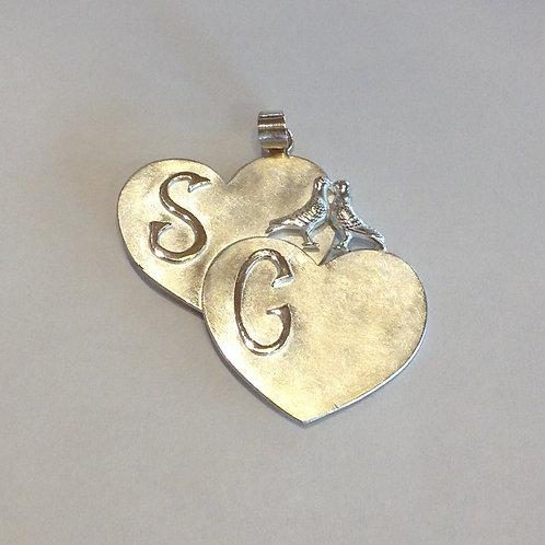 Zilveren hanger met duifjes en initialen