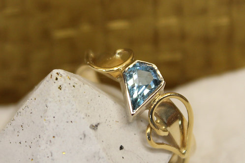 Geel gouden ring met topaas