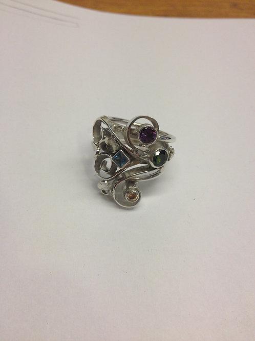 Zilveren ring met symbolenen