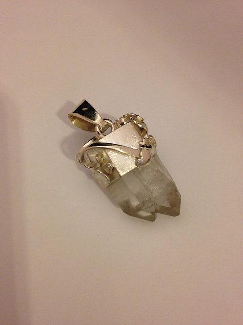 Zilveren hanger om steen heen gemaakt