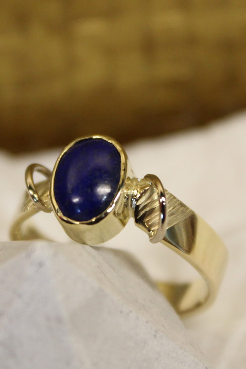 Geel gouden ring  met laspis lazuli