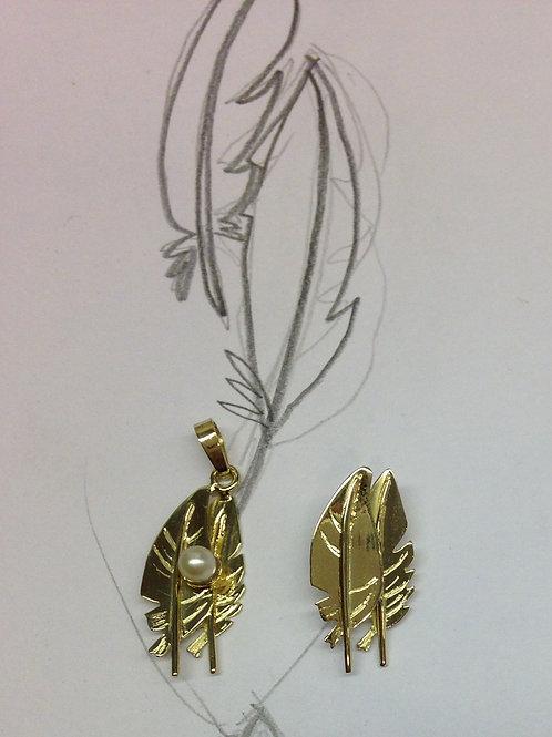 Gouden hanger met parel naar ontwerp van klant