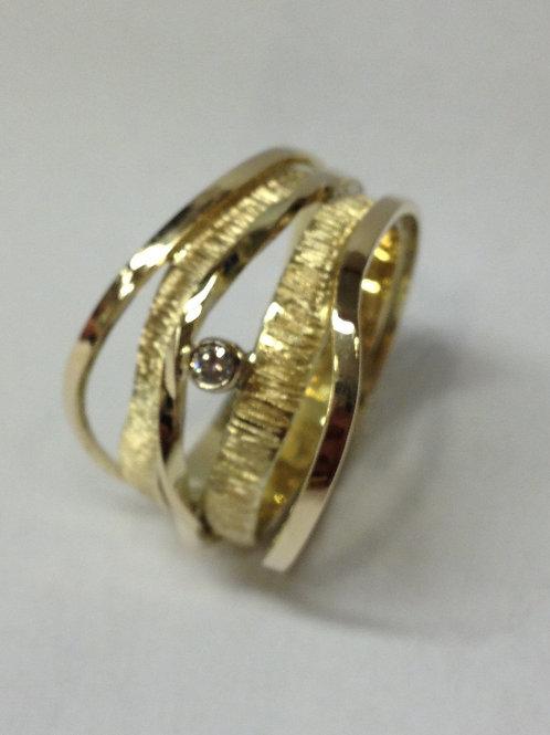 Ringen van oud goud met steen