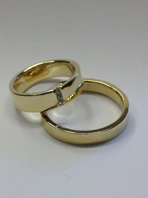 Geel gouden trouwringen van oud goud