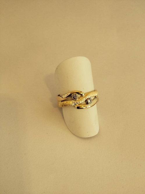 Ring van oud goud met steentjes