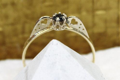 Geel goud met wit gouden ring met blauw saffier