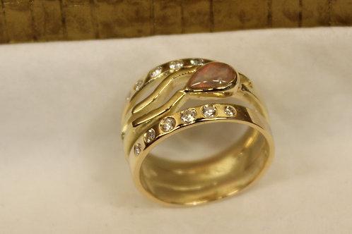 Ring van oud goud met opaal