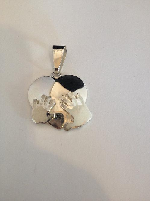 Zilveren hanger met handafdruk