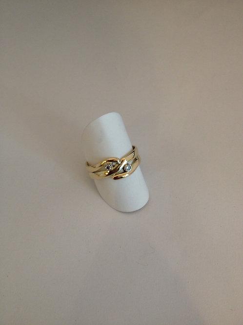 Ring van oud gouden trouwring met steentje