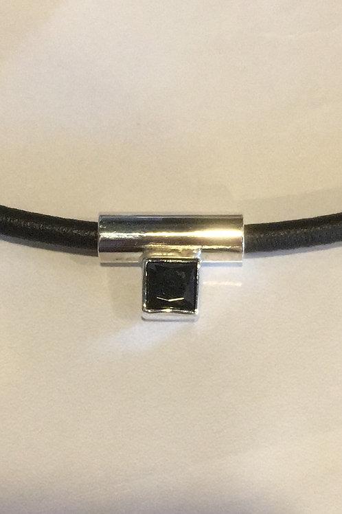 Zilveren hanger gemaakt met zwarte Onix
