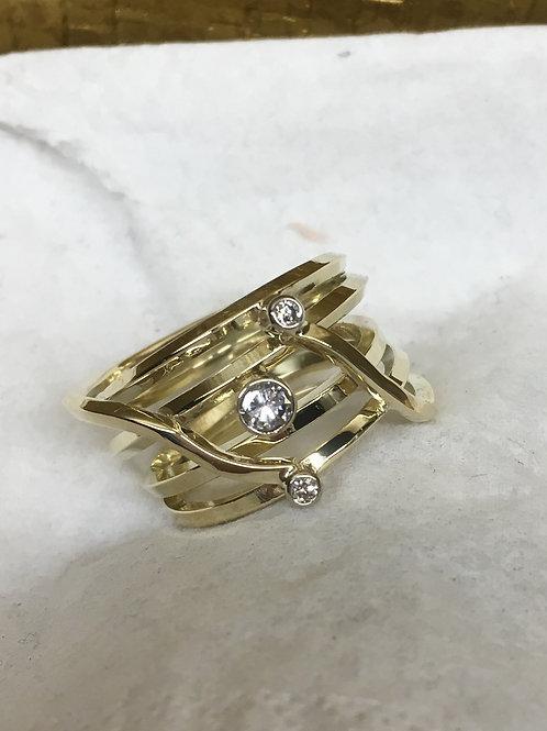 Geel gouden ring van draad met stenen