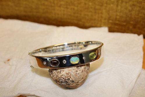 Zilveren armband met steentjes en diamantjes