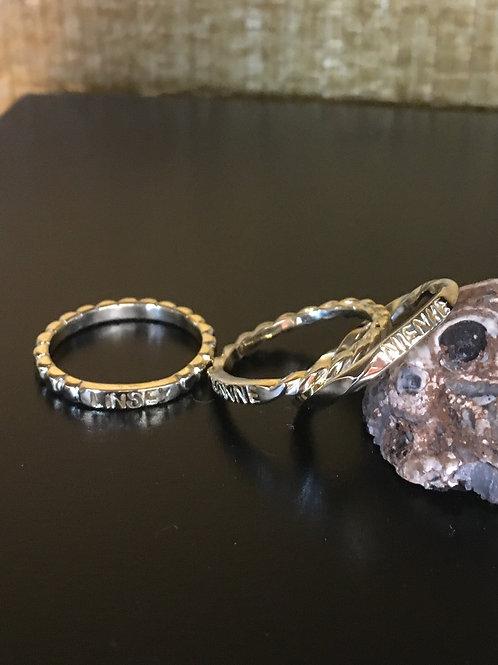 Ringen van oud goud met initialen