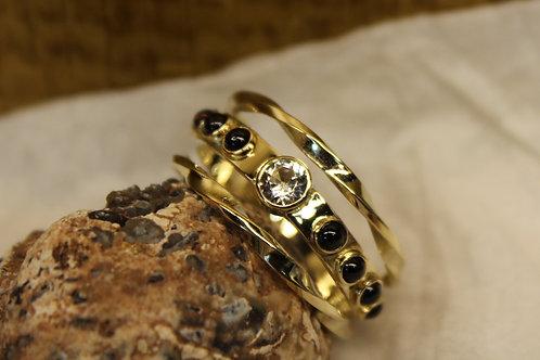 Ring van oud goud en granaat