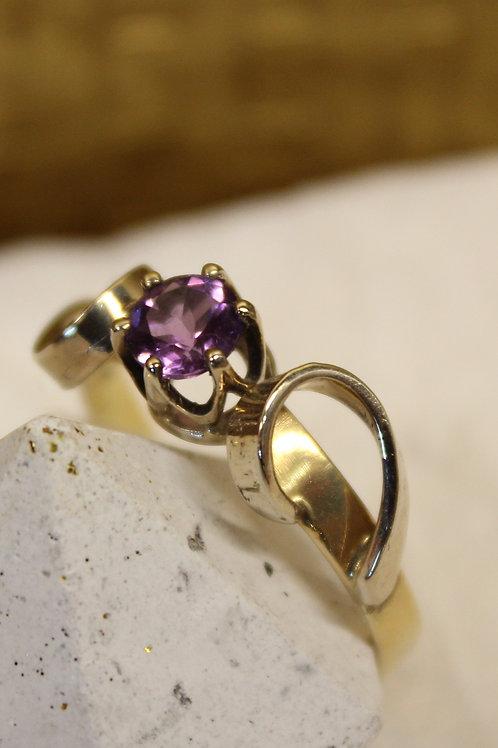 Geel gouden ring met amathist