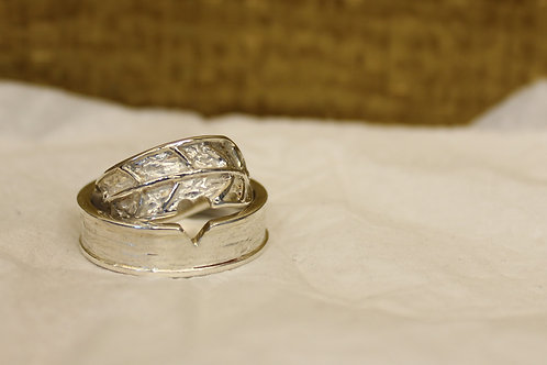 Zilveren trouwring met boomblad hout