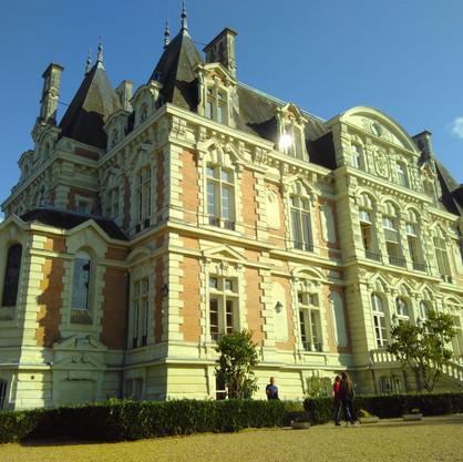 Le Chateau De La Douve