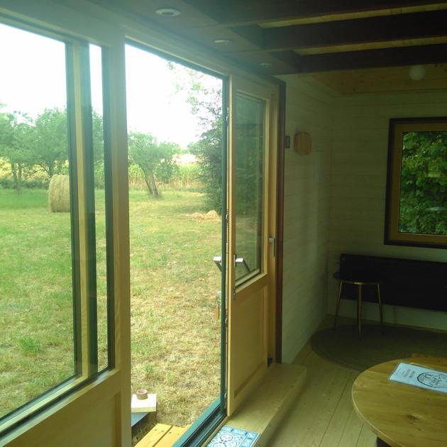 La Tiny Kiwi View Outside