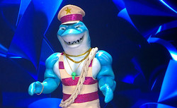 כריש הזמר במסכה