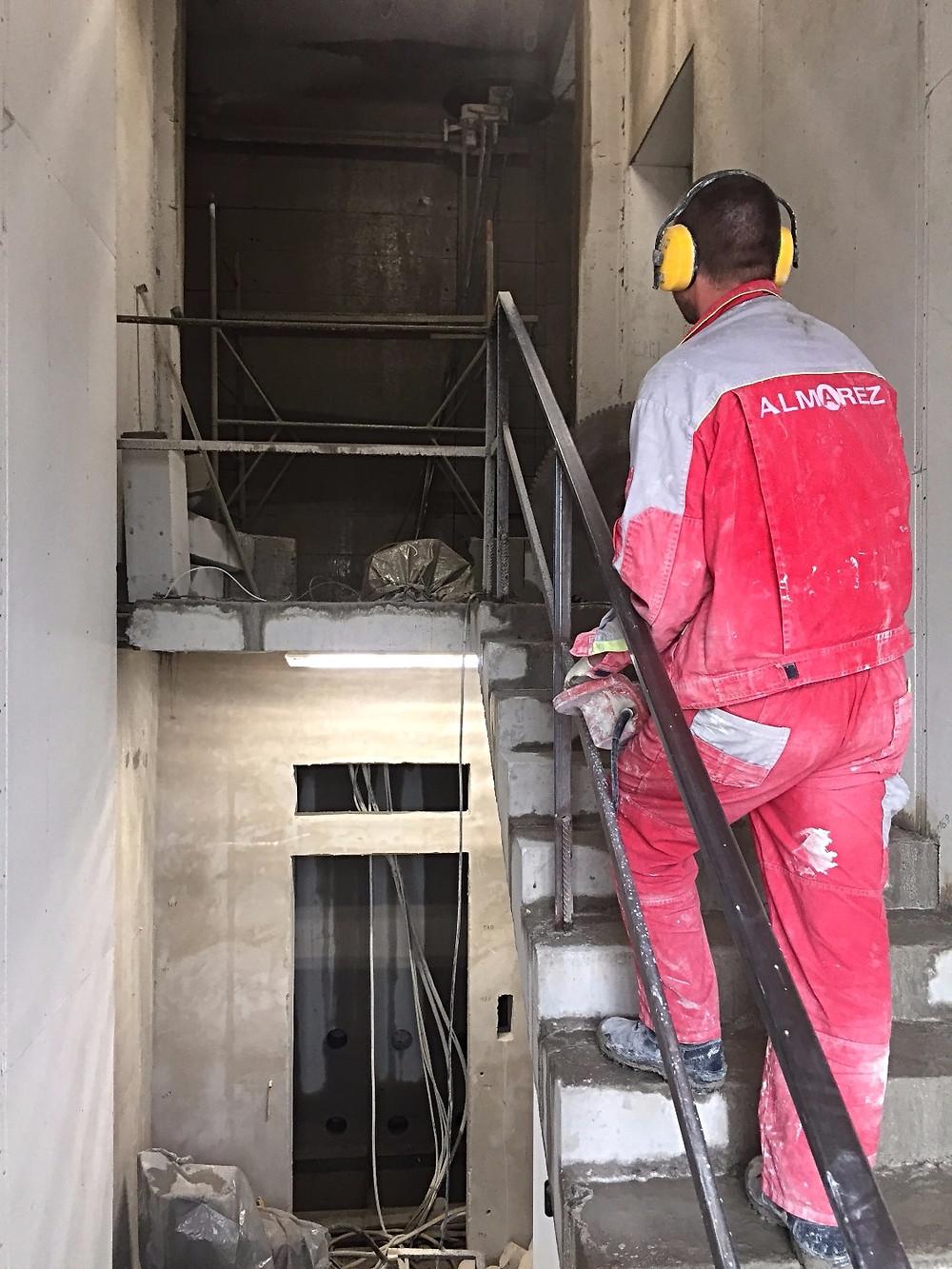 Алмазная резка шахты лифта