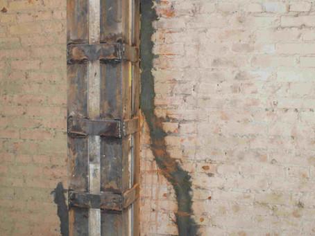 Инъектирование трещин в кирпичной стене