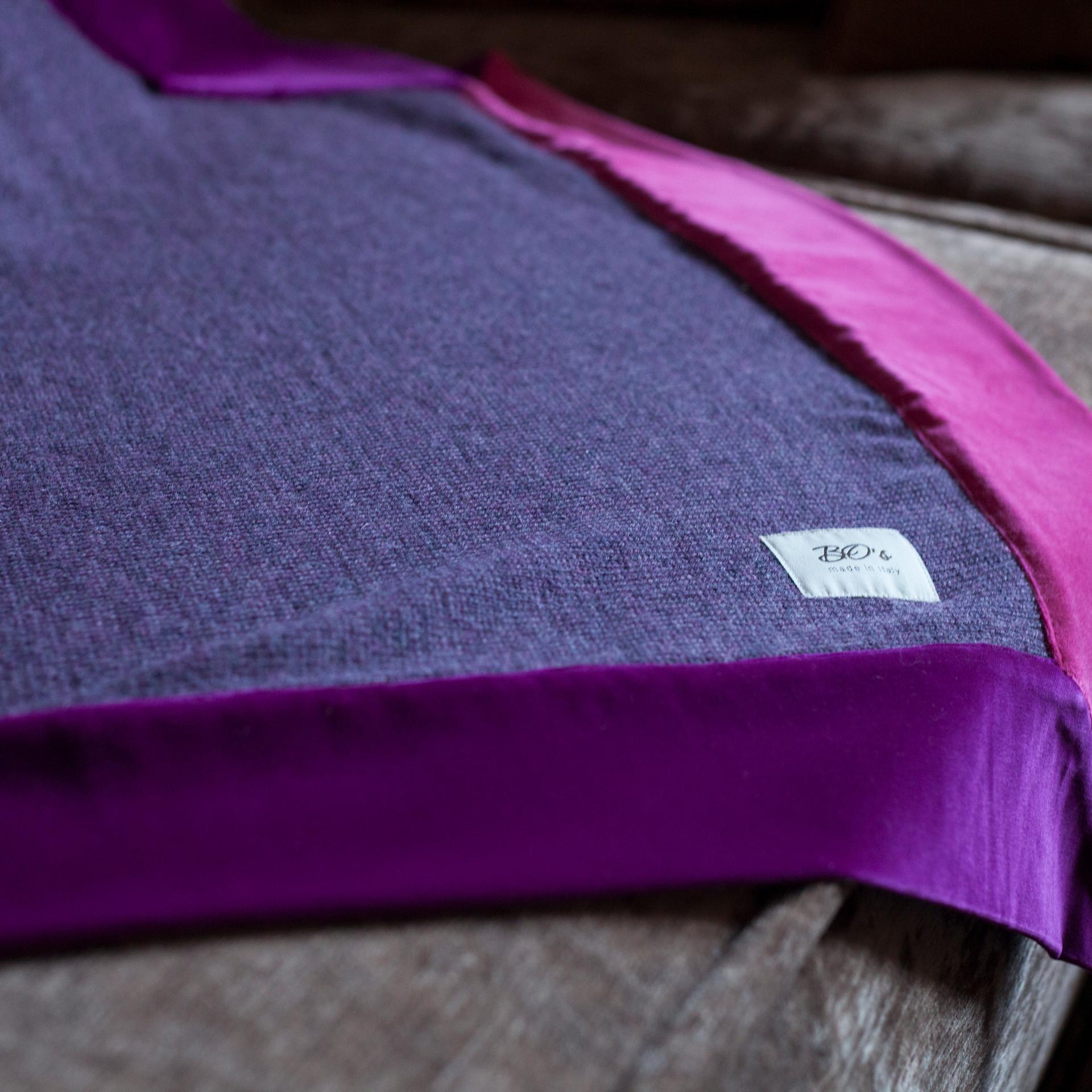 Naira in purple (velvet)_detail2.jpg
