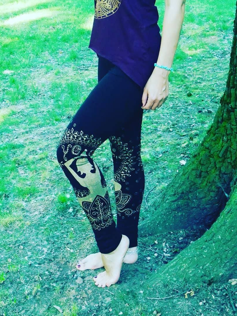 LEGGINGS with GOLDEN YOGINI print Colours: - black - brown - army green - turquoise Material: Cotton/Lycra Size: S/M and M/L Price: 570 CZK / 22 EUR