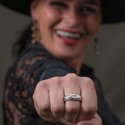 The Humanity Ring Helps Migrants