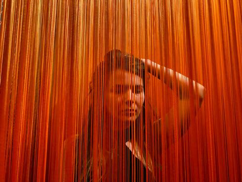 инсталляция из нитей