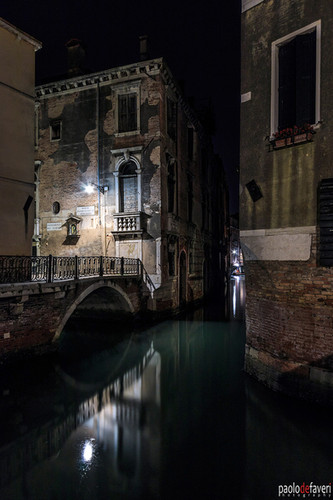 Venice_Italy_Canal_Water_Reflection_Vert