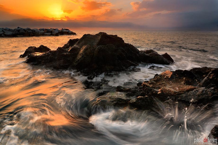Cliffs_Crashing_Waves_Sunset_Manarola_Ci