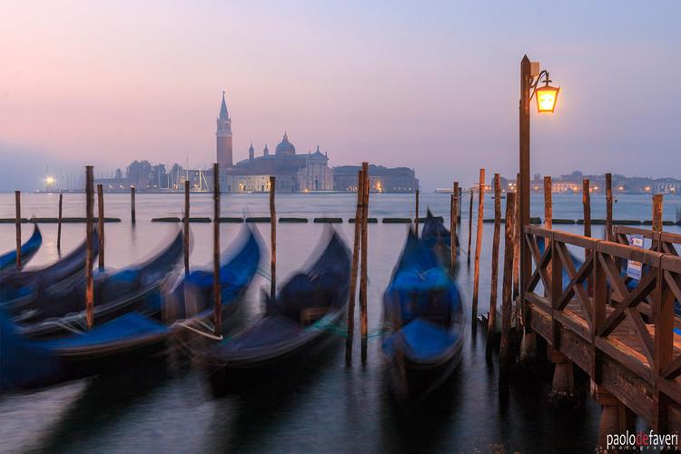 Venice_Italy_Swinging_Gondolas_Sunrise_S