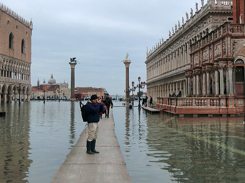 """With Marc, making our way through """"acqua alta"""" and pouring rain in Venice"""