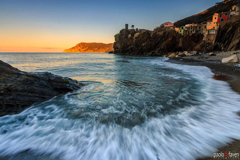 Sunrise_Beach_Surf_Vernazza_Cinque_Terre
