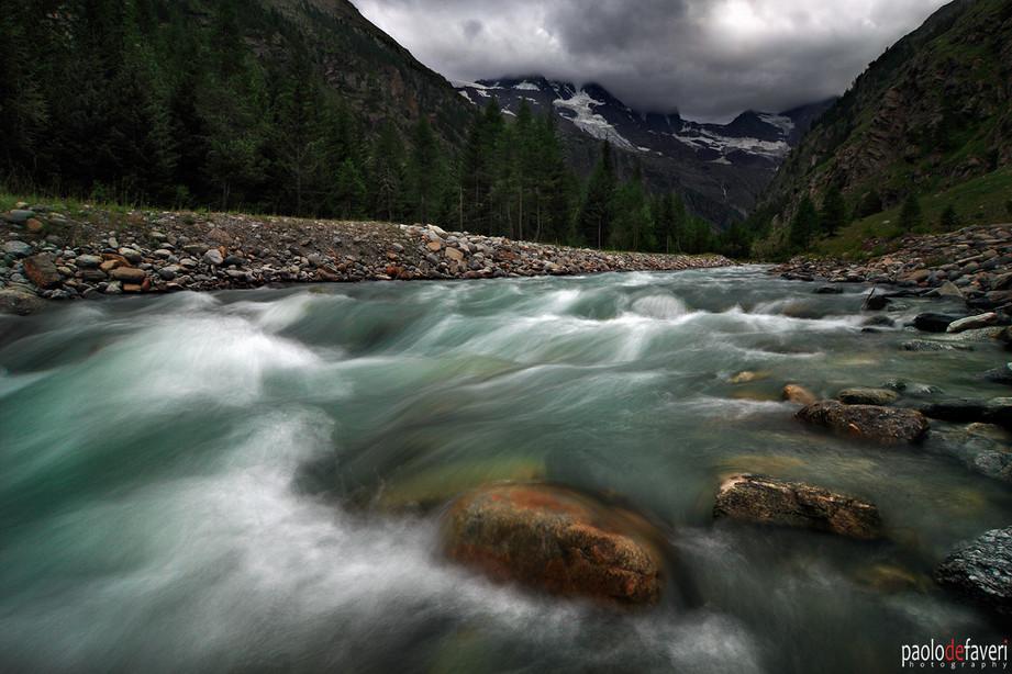 Val_Nontey_Aosta_Valley_Italy_Gran_Parad