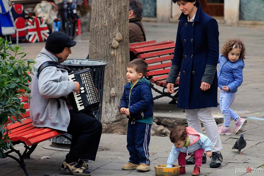 Venice_Italy_Accordion_Player_Kids_Canna