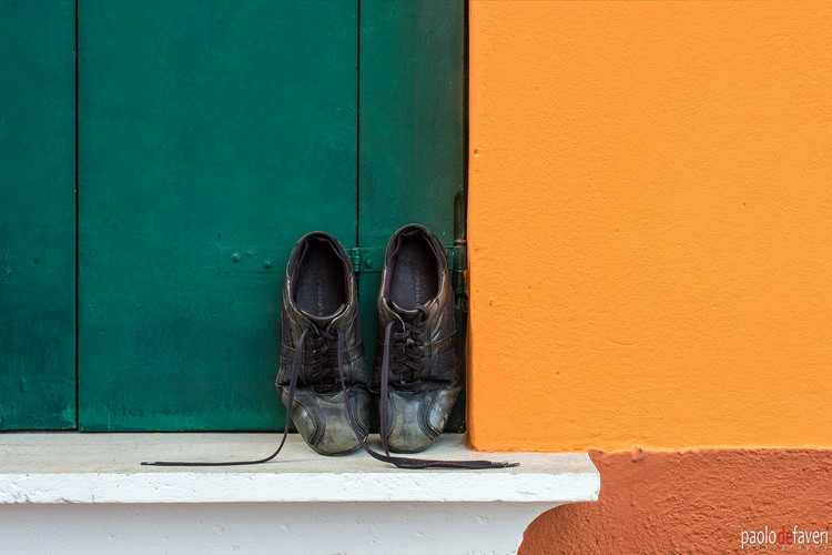 Venice_Burano_Italy_House_Close_Up_Shoes