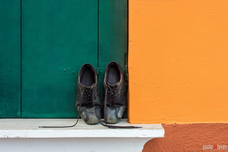 Venice_Burano_Italy_House_Close_Up_Shoes