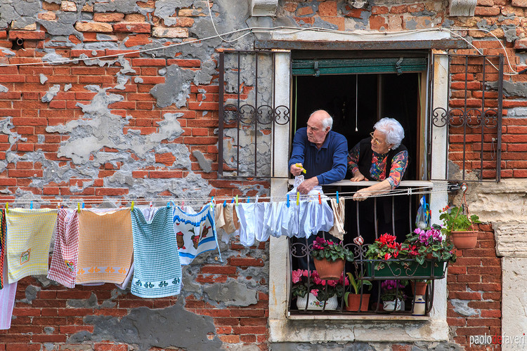 Venice_Italy_Old_People_Laundry_Cannareg