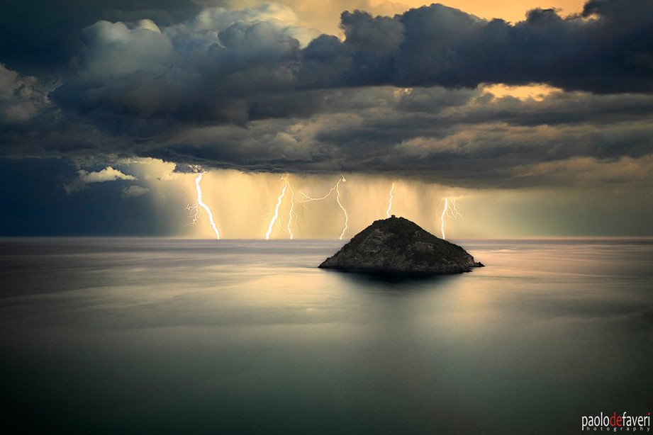Lightning_Storm__Bergeggi_Liguria_Italia