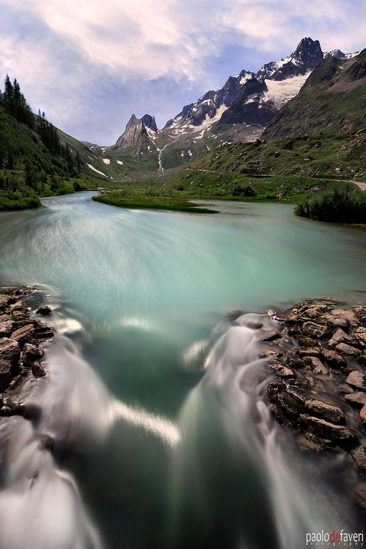 Dora_River_Pyramides_Calcaires_Mont_Blan